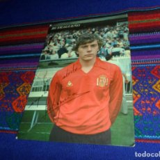 Coleccionismo deportivo: POSTAL BUTRAGUEÑO CAMISETA SELECCIÓN NACIONAL ESPAÑA ESPAÑOLA CON FIRMA. REAL MADRID AÑOS 80 RARA BE. Lote 135640283