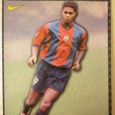 Coleccionismo deportivo: F. C. BARCELONA BARÇA KLUIVERT LAMINA POSTAL NIKE MUNDO DEPORTIVO 98-99 1998-1999. Lote 137208962