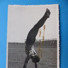 Coleccionismo deportivo: PIO - GUARDAMETA DEL VALENCIA C.F. - POSTAL FOTOGRAFICA, AÑOS 1940. Lote 138599846