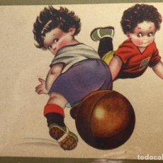 Coleccionismo deportivo: FUT-32. POSTAL INFANTIL FUTBOLISTAS. AÑOS 30. COLOREADA. SIN CIRCULAR.. Lote 143643402
