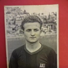 Coleccionismo deportivo: ANTIGUA POSTAL FOTOGRÁFICA JUGADOR CF BARCELONA. Lote 146260990