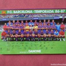 Coleccionismo deportivo: FUTBOL CLUB BARCELONA - PLANTILLA DEL BARÇA TEMPORADA 86 - 87 CON FIRMAS - 12 X 18 ORIGINAL - DANONE. Lote 191073406