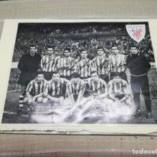 Coleccionismo deportivo: MUY RARA FOTO POSTAL FIRMA IMPRESA DEL ATHLETIC DE BILBAO AÑOS 60/70 ELORZA MIREN FOTOS . Lote 148699506