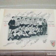 Coleccionismo deportivo: MUY RARA FOTO POSTAL FIRMA IMPRESA DEL ATHLETIC DE BILBAO CAMPEÓN DE LIGA Y COPA 1955/56 MIREN FOTOS. Lote 148699898