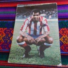 Coleccionismo deportivo: POSTAL LUIZ PEREIRA CON DEDICATORIA. CLUB ATLÉTICO DE MADRID. AÑOS 70. RARA.. Lote 150316190