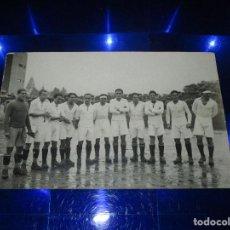 Coleccionismo deportivo: ANTIGUA, INTERESANTE Y MUY RARA POSTAL PLANTILLA REAL MADRID CLUB DE FUTBOL - FECHADA 28/1/29 - 1929. Lote 150425074
