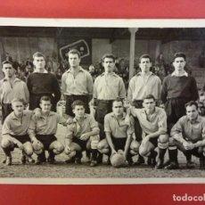 Coleccionismo deportivo: UE SANTS. EQUIPO TEMPORADA 1953-54. FOTO TAMAÑO POSTAL. Lote 150779226