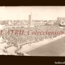 Coleccionismo deportivo: MADRID - ESTADIO FUTBOL CHAMARTIN, VISTA LATERAL - CLICHE EN CRISTAL - EDICIONES ARRIBAS - AÑOS 1950. Lote 151424942