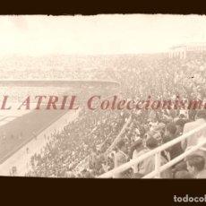 Coleccionismo deportivo: MADRID - ESTADIO FUTBOL CHAMARTIN, VISTA PARCIAL - CLICHE EN CRISTAL - EDICIONES ARRIBAS - AÑOS 1950. Lote 151425118