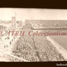 Coleccionismo deportivo: MADRID - ESTADIO FUTBOL CHAMARTIN, VISTA LATERAL - CLICHE EN CRISTAL - EDICIONES ARRIBAS - AÑOS 1950. Lote 151425578