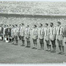 Coleccionismo deportivo: FOTOGRAFIA ORIGINAL DEL PARTIDO DE FUTBOL AT.MADRID CONTRA EL BRASIL DE PELE EN 1966, FOTOGRAFO A. B. Lote 154248874