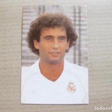 Coleccionismo deportivo: POSTAL DEL EQUIPO REAL MADRID CLUB DE FUTBOL - GALLEGO - IGRÓN - 1983. Lote 155370050