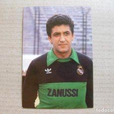 Coleccionismo deportivo: POSTAL DEL EQUIPO REAL MADRID CLUB DE FUTBOL - GARCIA REMÓN - GRÁFICAS MORA - 1983. Lote 155406498