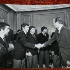 Coleccionismo deportivo: LA SELECCION ESPAÑOLA DE FUTBOL, RECIBIDA POR EL REY JUAN CARLOS I, MUNDIAL DE ARGENTINA 1978, RECIB. Lote 156466910