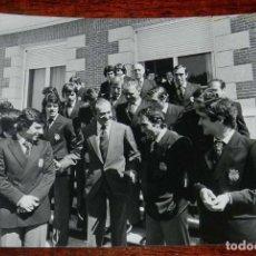 Coleccionismo deportivo: LA SELECCION ESPAÑOLA DE FUTBOL, RECIBIDA POR EL REY JUAN CARLOS I, MUNDIAL DE ARGENTINA 1978, RECIB. Lote 156467926