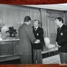 Coleccionismo deportivo: LA SELECCION ESPAÑOLA DE FUTBOL, RECIBIDA POR EL REY JUAN CARLOS I, MUNDIAL DE ARGENTINA 1978, RECIB. Lote 156468038