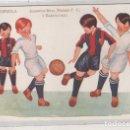 Coleccionismo deportivo: POSTAL ILUSTRADA CON TEMA DE FUTBOL. UNA ESPUELA. EQUIPOS REAL MADRID Y F. C. BARCELONA. HERTOGS. Lote 159662750
