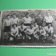 Coleccionismo deportivo: ANTIGUA TARJETA POSTAL DE EQUIPO DE FUTBOL AÑO 1942 REF-P-3. Lote 163514346
