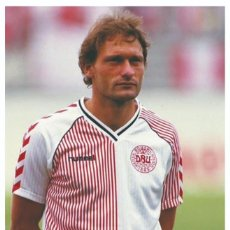 Collezionismo sportivo: ELKJAER-LARSEN - LEGENDS OF FOOTBALL SERIES 2010 PHOTO POSTCARD UNUSED. Lote 164768338