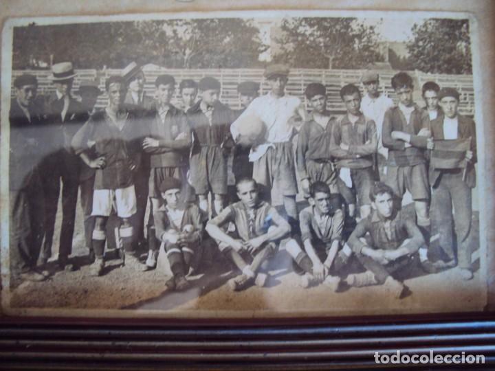 Coleccionismo deportivo: (F-190600)POSTAL FOTOGRAFICA ENMARCADA DEL F.C.BARCELONA FOOT-BALL AÑO 1918 - CATEGORIAS INFERIORES - Foto 2 - 166781138