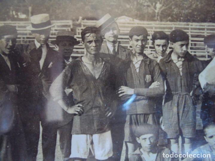 Coleccionismo deportivo: (F-190600)POSTAL FOTOGRAFICA ENMARCADA DEL F.C.BARCELONA FOOT-BALL AÑO 1918 - CATEGORIAS INFERIORES - Foto 3 - 166781138