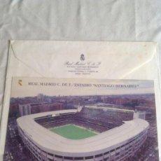 Coleccionismo deportivo: 1985 POSTAL-FOTO OFICIAL REAL MADRID C.F./ESTADIO SANTIAGO BERNABÉU, CANCIO, IGRON Y SOBRE OFICIAL. Lote 166829314