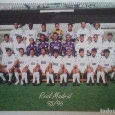 Coleccionismo deportivo: REAL MADRID FÚTBOL POSTAL EQUIPO PLANTILLA TEMP. 1995- 1996. Lote 169046932