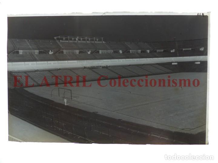 Coleccionismo deportivo: MADRID - ESTADIO FUTBOL CHAMARTIN - CLICHE EN CRISTAL - EDICIONES ARRIBAS - AÑOS 1950 - Foto 2 - 169550356