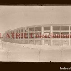 Coleccionismo deportivo: MADRID - ESTADIO FUTBOL CHAMARTIN - CLICHE EN CRISTAL - EDICIONES ARRIBAS - AÑOS 1950. Lote 169550520