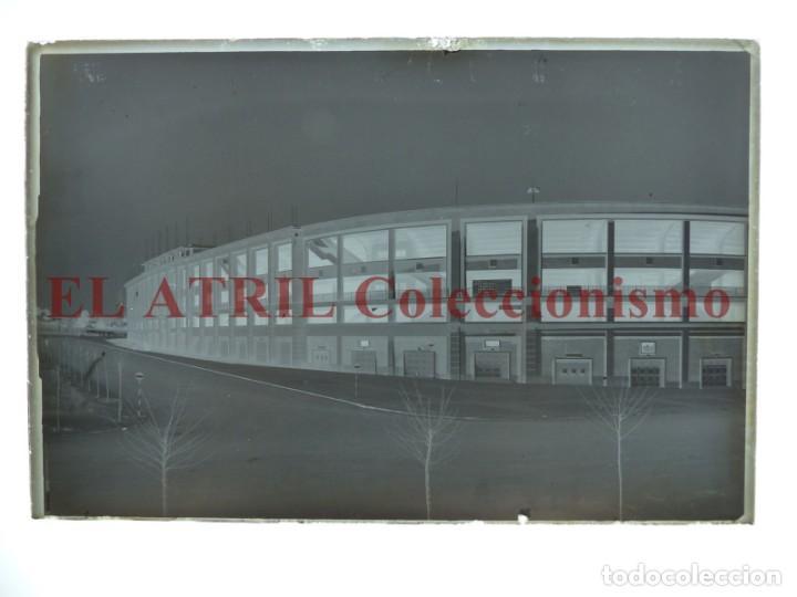 Coleccionismo deportivo: MADRID - ESTADIO FUTBOL CHAMARTIN - CLICHE EN CRISTAL - EDICIONES ARRIBAS - AÑOS 1950 - Foto 2 - 169550520