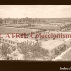 Coleccionismo deportivo: MADRID - CAMPOS FUTBOL ENTRENAMIENTO - CLICHE EN CRISTAL - EDICIONES ARRIBAS - AÑOS 1950. Lote 169550864