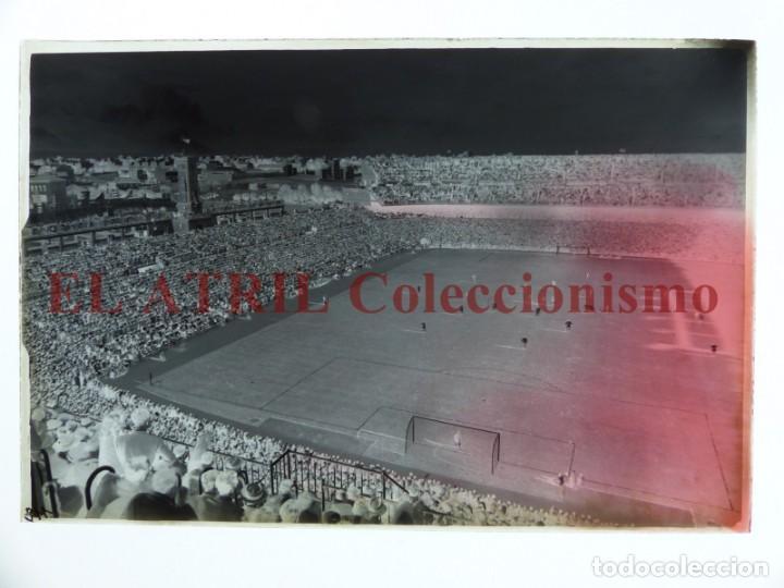 Coleccionismo deportivo: MADRID - ESTADIO FUTBOL CHAMARTIN - CLICHE EN CRISTAL - EDICIONES ARRIBAS - AÑOS 1950 - Foto 2 - 169552764