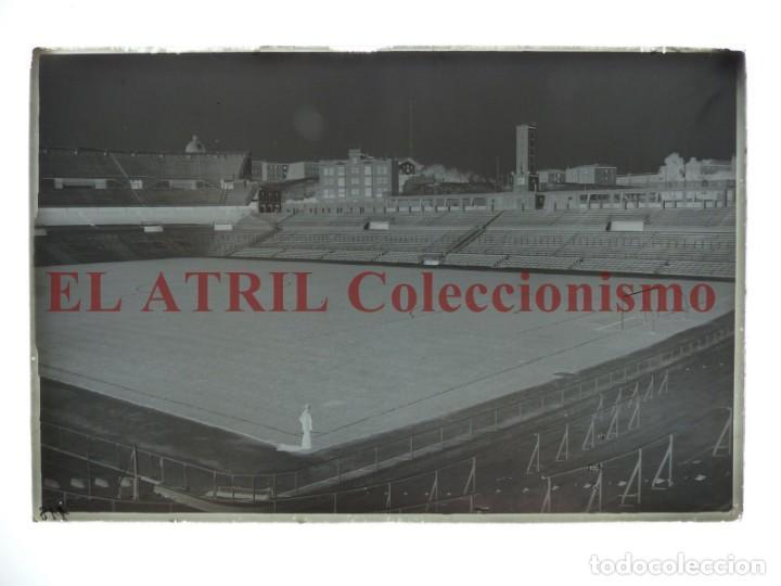 Coleccionismo deportivo: MADRID - ESTADIO FUTBOL CHAMARTIN - CLICHE EN CRISTAL - EDICIONES ARRIBAS - AÑOS 1950 - Foto 2 - 169553068