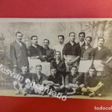Coleccionismo deportivo: FC BARCELONA. PRIMER EQUIPO POSANDO CON H. GAMPER. FOTO ORIGINAL DE LA ÉPOCA. 14 X 9 CTMS.. Lote 170258224