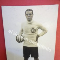 Coleccionismo deportivo: RICARDO ZAMORA. CON BALON Y ESCUDO RCD ESPAÑOL. EXCELENTE POSTAL FOTOGRÁFICA ORIGINAL. Lote 170954269