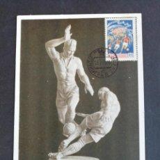 Coleccionismo deportivo: POSTAL CON SELLO, COPA DEL MUNDO DE FÚTBOL EN SUECIA 1958. COMO SE MUESTRA. . Lote 171752505