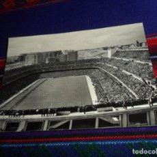 Coleccionismo deportivo: TARJETA POSTAL FOTOGRÁFICA ESTADIO SANTIAGO BERNABÉU REAL MADRID SIN USO. Nº 23 DOMÍNGUEZ FISA 1960.. Lote 173218580