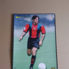 Coleccionismo deportivo: LAMINA POSTAL LUIS FIGO BARÇA 98-99 MUNDO DEPORTIVO NIKE BARCELONA LIGA 1998-1999, MIDE 21 X 29.5 CM. Lote 174497162