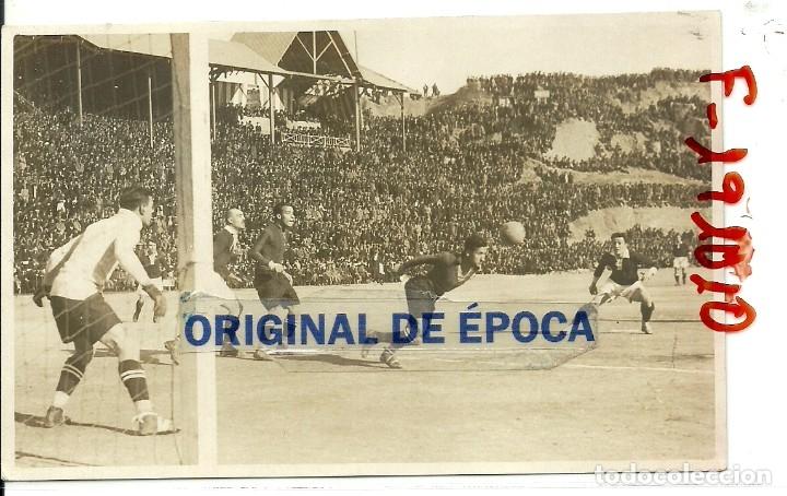 (F-191010)POSTAL FOTOGRAFICA F.C.BARCELONA-SPARTA DE PRAGA - CAMPO DE MONTJUICH - ZAMORA Y SAMITIER (Coleccionismo Deportivo - Postales de Deportes - Fútbol)