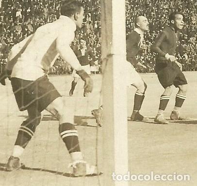Coleccionismo deportivo: (F-191010)POSTAL FOTOGRAFICA F.C.BARCELONA-SPARTA DE PRAGA - CAMPO DE MONTJUICH - ZAMORA Y SAMITIER - Foto 2 - 177859123