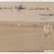 Coleccionismo deportivo: POSTAL FOTOGRÁFICA FIRMADA POR FRANCISCO MORALEDA SUÁREZ, PARTIDO CAMPO STADIUM MADRID CACEREÑO 1924. Lote 178113749