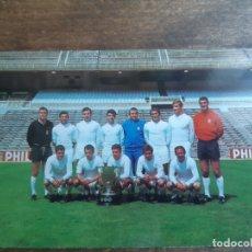 Coleccionismo deportivo: ANTIGUA POSTAL DE EL EQUIPO DE FUTBOL EL REAL MADRID CLUB DE FUTBOL TEMPORADA 1968 - 69. Lote 178577237