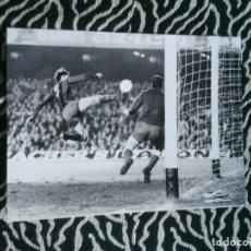 Coleccionismo deportivo: ANTIGUA FOTO LÁMINA DEL F. C. BARCELONA, BARÇA AÑOS 70 - JOHAN CRUYFF (MIDE 23,5 X 17,8 CM). Lote 213438081