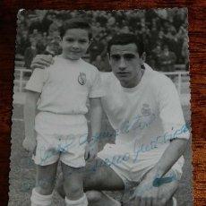 Coleccionismo deportivo: FOTOGRAFIA DE JUGADOR DE FUTBOL DEL REAL MADRID, CON DEDICATORIA Y FIRMA AUTOGRAFA, FOTO A. BURILLO,. Lote 181550311
