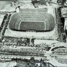 Coleccionismo deportivo: ANTIGUA FOTOGRAFIA DE CELULOIDE EN NEGATIVO DEL ESTADO SANTIAGO BERNABEU, REAL MADRID, 1947 APROXIMA. Lote 183068135