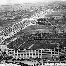 Coleccionismo deportivo: ANTIGUA FOTOGRAFIA DE CELULOIDE EN NEGATIVO DEL ESTADO SANTIAGO BERNABEU, REAL MADRID, 1947 APROXIMA. Lote 183068205