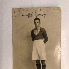 Coleccionismo deportivo: FÚTBOL. BURJASSOT C.F., VICENTE RAMON. CARAGOLAT, FOTOGRAFÍA, JUGADOR DEL EQUIPO (H.1917?). Lote 187651322