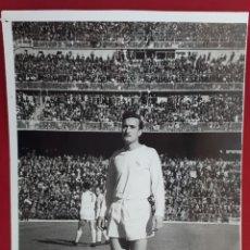 Coleccionismo deportivo: FOTOGRAFIA FUTBOL FOTO JUGADOR DEL REAL MADRID EN EL BERNABEU ORIGINAL FF7. Lote 191188998