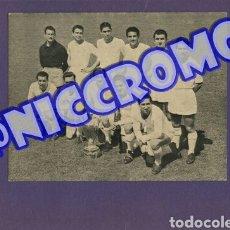 Coleccionismo deportivo: TARJETON ORIGINAL PLANTILLA REAL MADRID CF TEMPORADA 1955 1956 NICCROMO 20X16 CMS. Lote 191963160
