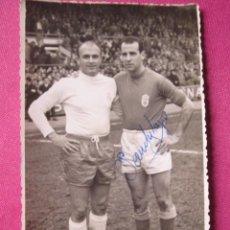 Coleccionismo deportivo: ALFREDO DI ESTEFANO Y OTRO JUGADOR FOTOGRAFIA DE FUTBOL ANTIGUA.. Lote 193760760